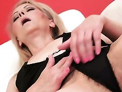 Blonde Likes Fine Getting Off Session