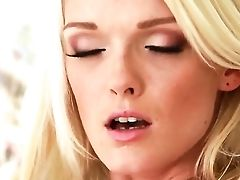 Sweet Blondie Zoey Paige Is Solo Fingerblasting Her Puss