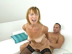 Matures Shows Oral Bang-out Tricks To Hot Blooded Man With Passion